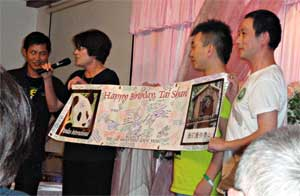 Suzanne presenting Tai Shan's birthday banner